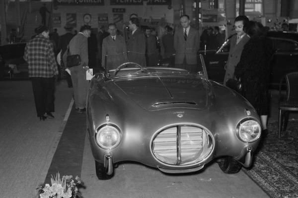 Lancia Aurelia PF200 C na wystawie w Paryżu 1953