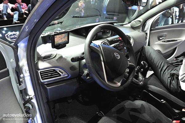Genewa 2011 - Lancia Ypsilon  www.autoevolution.com