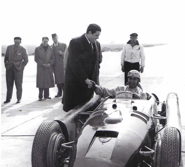 Gianni Lancia przy samochodzie Lancia D50